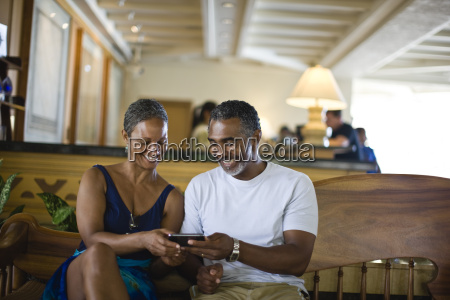couple holding a phone and smiling