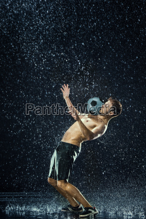 water, drops, around, football, player - 19274715
