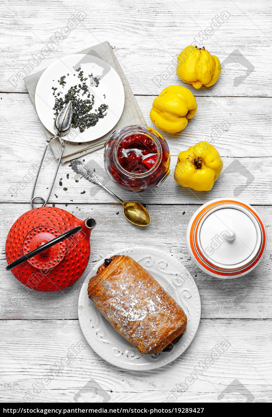 pastry, puff, with, jam, of, quince - 19289427