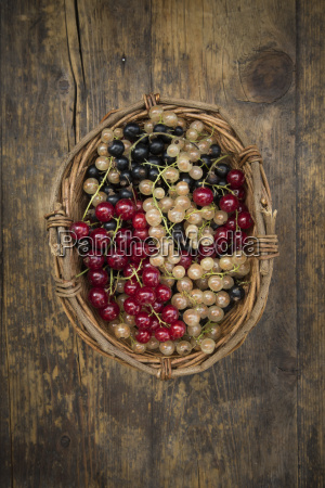 wickerbasket with mix of black red