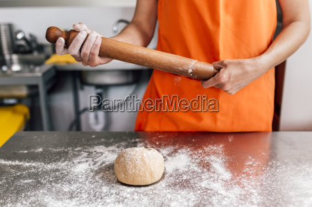 pizza baker going to roll out