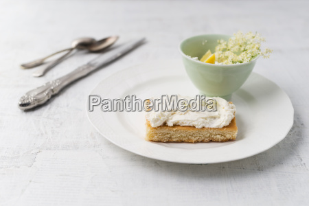 lemon cake with elder curd cream