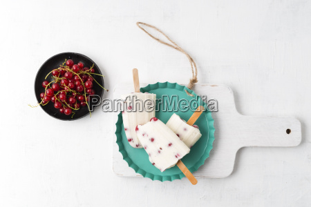 vanilla icecream and red currants