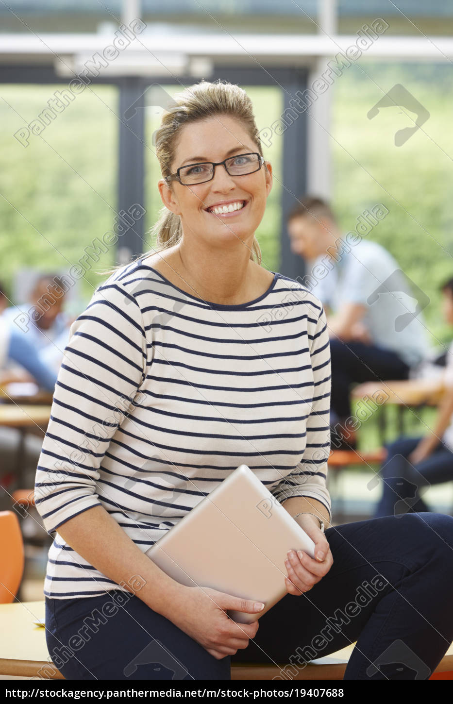 female, tutor, sitting, in, classroom, with - 19407688