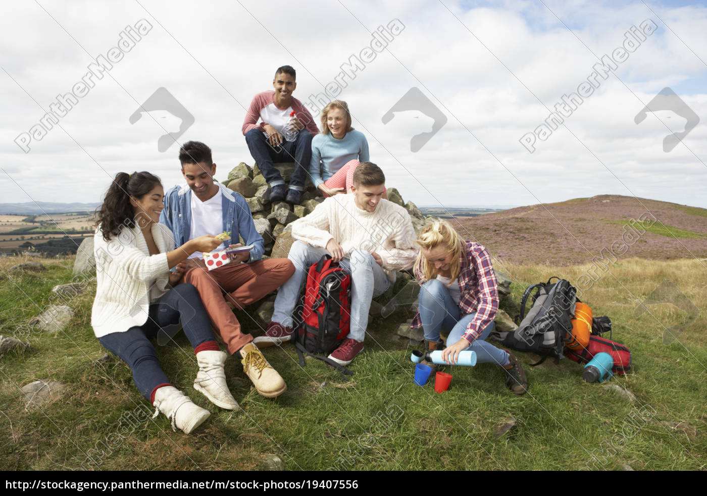 group, of, young, people, hiking, in - 19407556