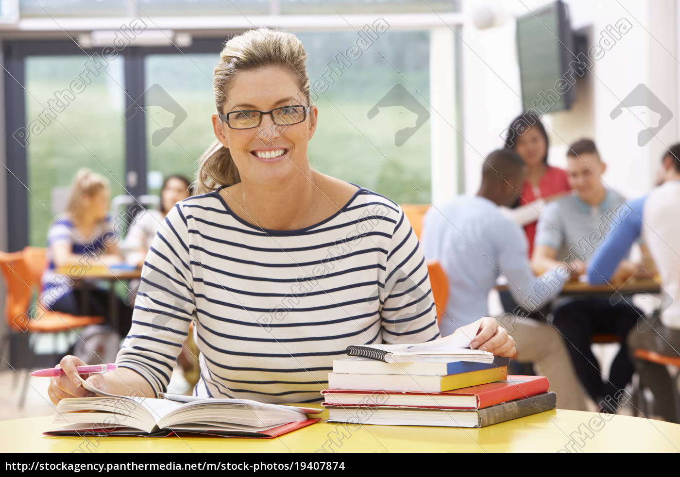 mature, female, student, studying, in, classroom - 19407874