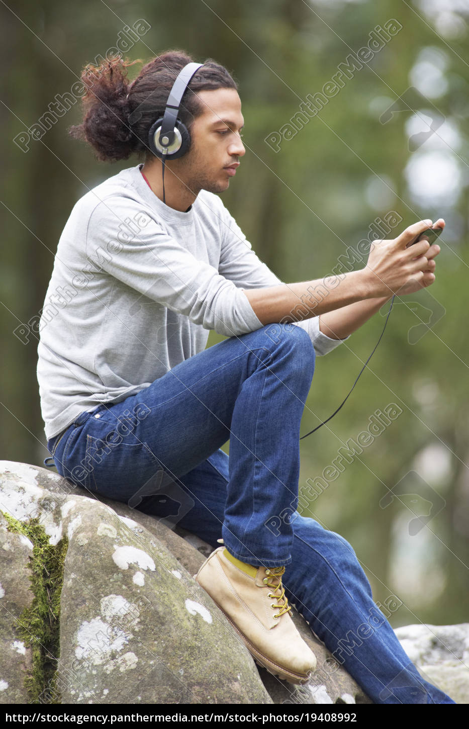 man, listening, to, mp3, player, whilst - 19408992