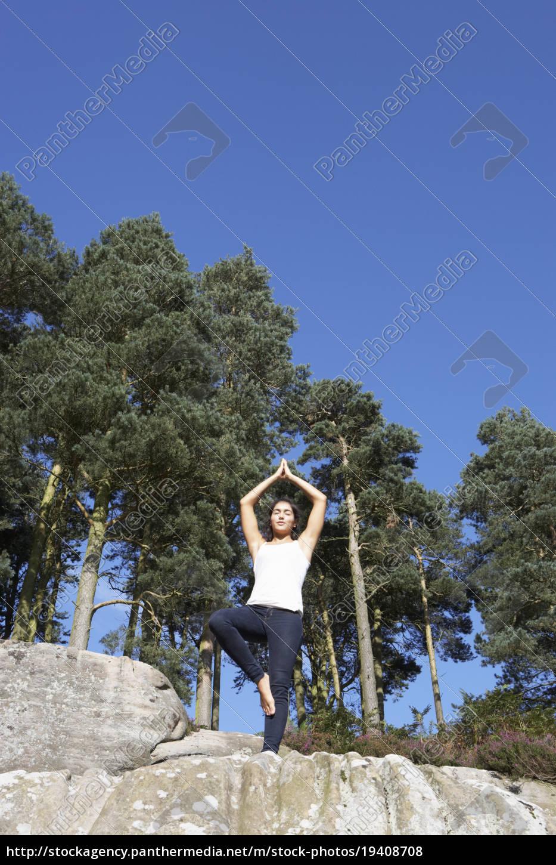 teenage, girl, meditating, outdoors - 19408708