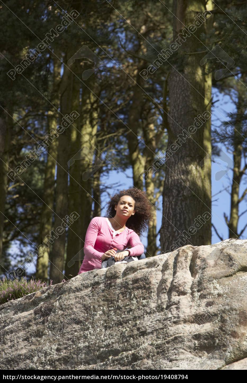 woman, hiking, through, countryside - 19408794