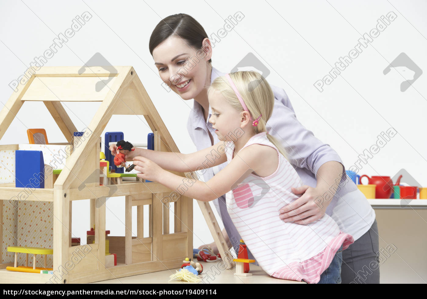 pre-school, teacher, and, pupil, playing, with - 19409114