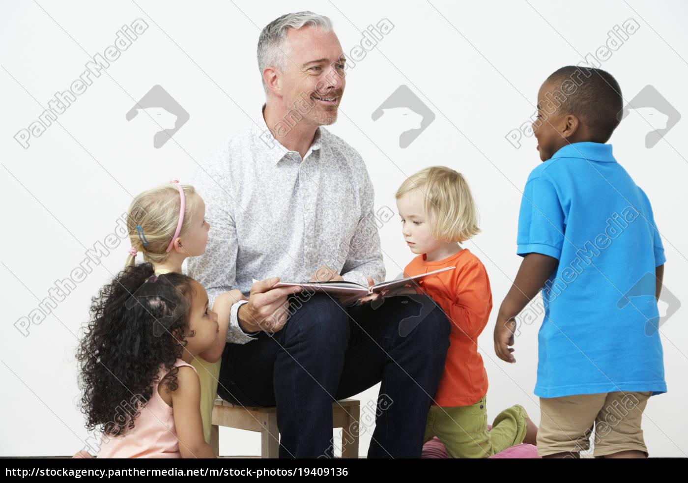 pre, school, teacher, reading, story, to - 19409136