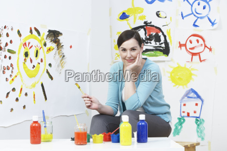 teacher, in, pre, school, art, class - 19409172