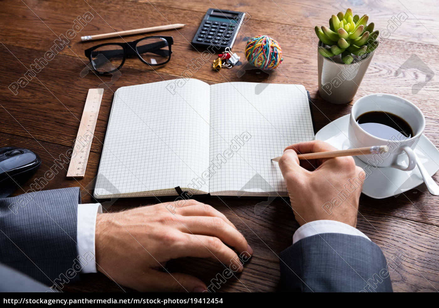 businessperson, hand, holding, pencil, on, notebook - 19412454