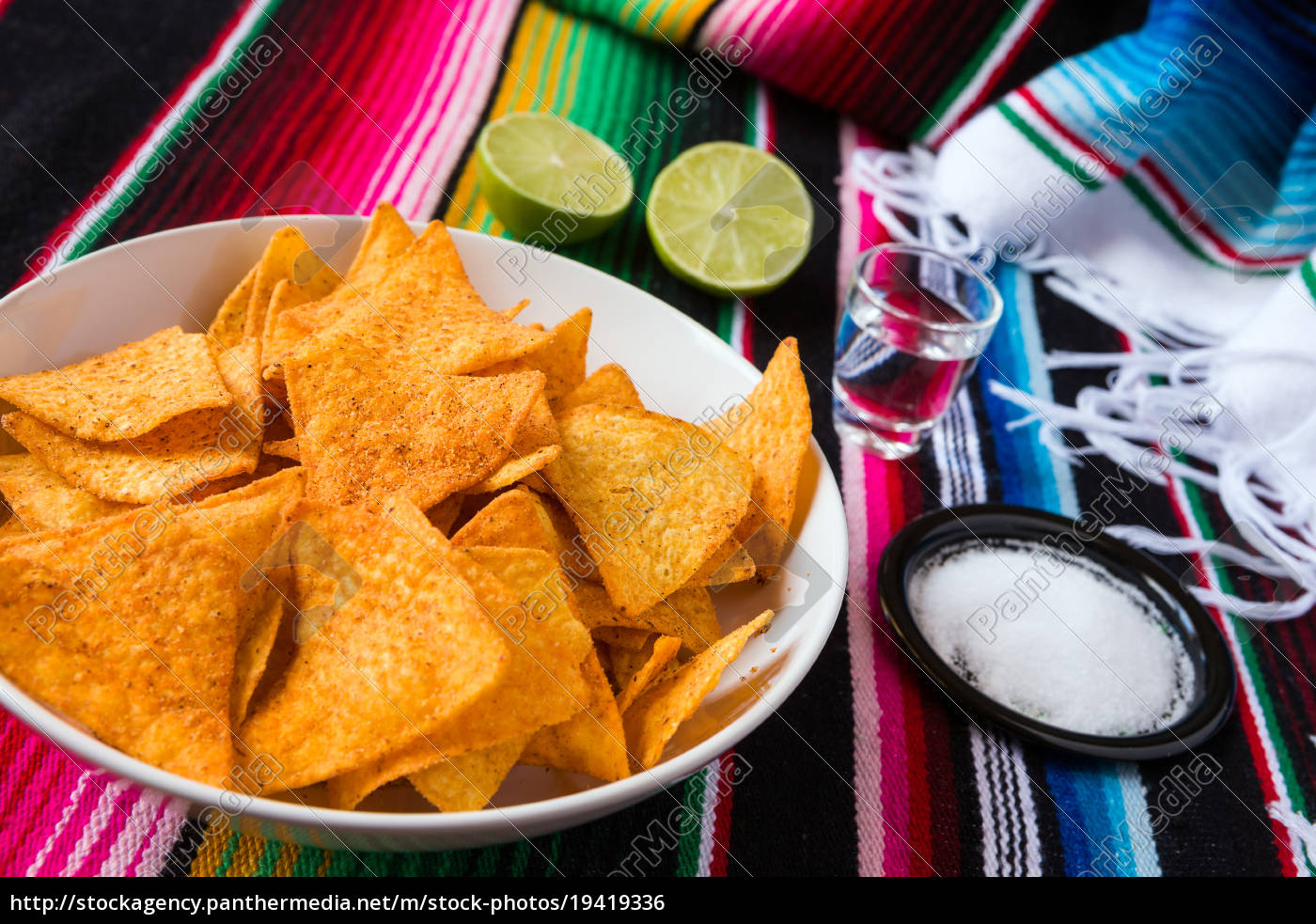 nachos, chips, in, a, bowl, tequila - 19419336