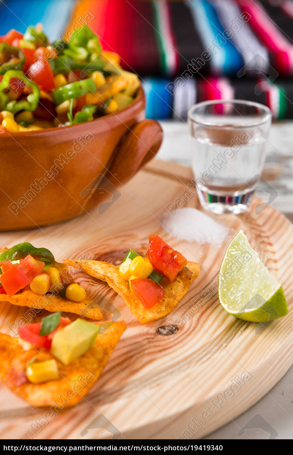 nachos, chips, with, vegetables, tequila, lime - 19419340