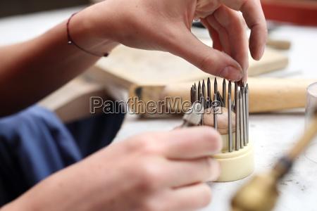 stone setting studio jewelery skewer binding