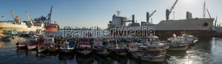 port at dawn bahia de valparaiso