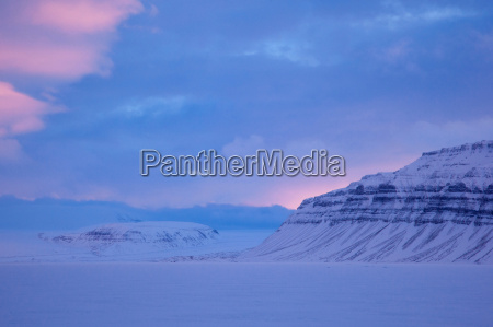 spitsbergen is the largest island of