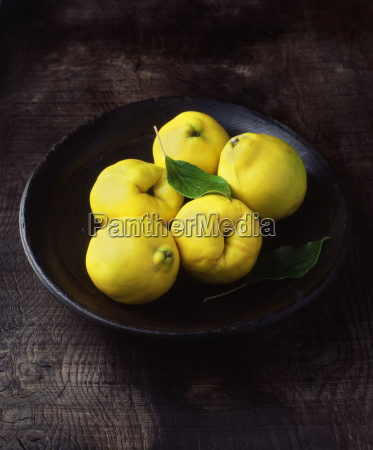 five, quinces, in, wooden, bowl, with - 19478968