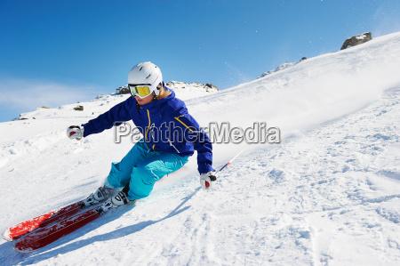 frau blau weiblich winter austria energie