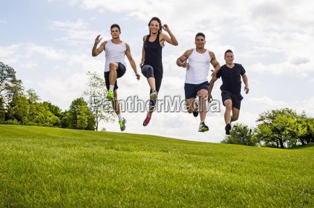 personal trainer absolvieren outdoor training in