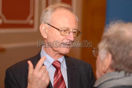 dr klaus haensch gives a speech