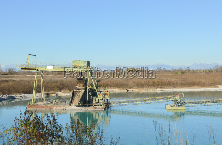 equipment for the extraction of gravel