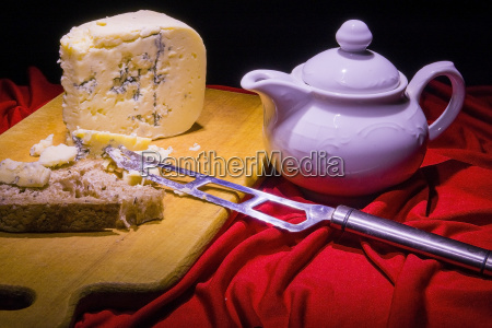 roquefort and white teapot