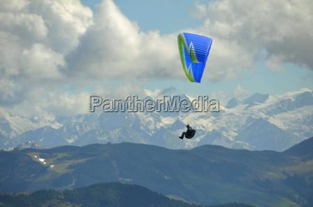 paragliding am wilden kaiser in austria