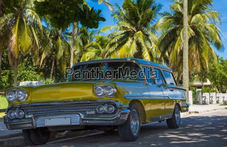 american gold yellow auto vintage parcheggi