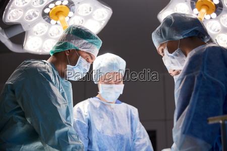 medico mujer personas gente hombre servicio