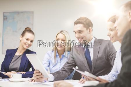 business team mit tablet pc mit