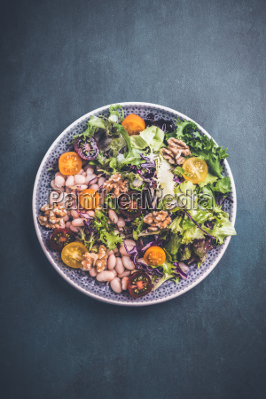 mixed salad with beans and walnuts