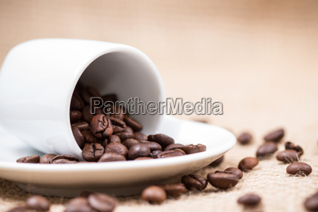 white coffeecup with coffeebeans on gunny