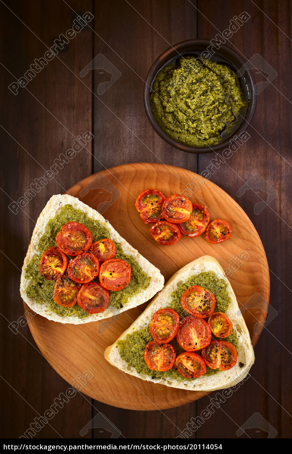 bread, roll, with, pesto, and, roasted - 20114054