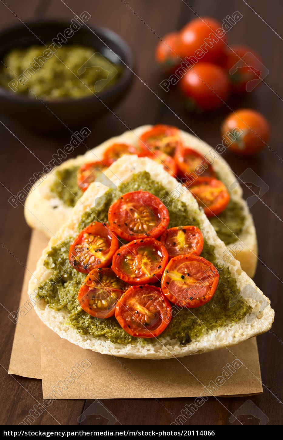 bread, roll, with, pesto, and, roasted - 20114066