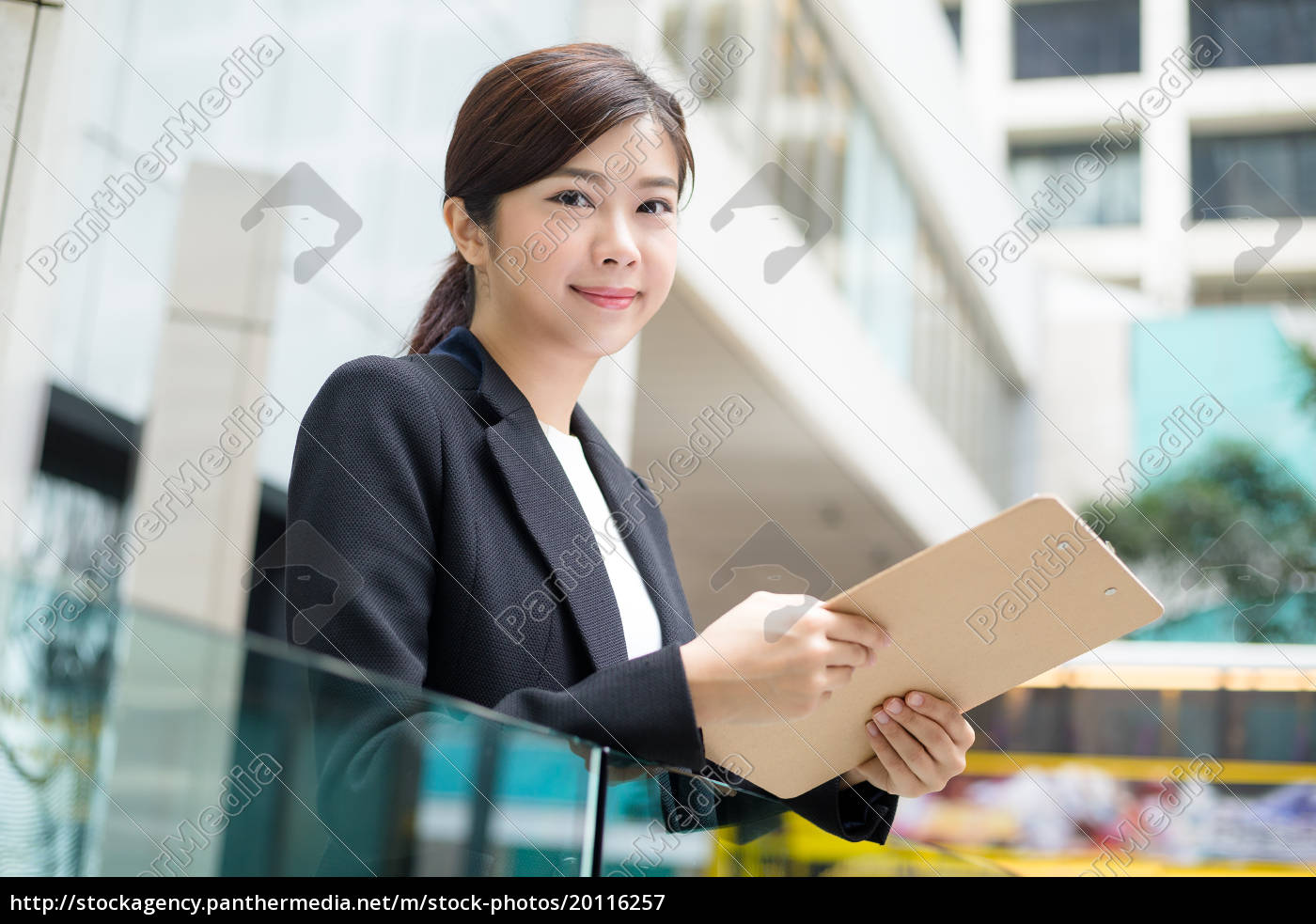 businesswoman, hold, with, clipboard - 20116257