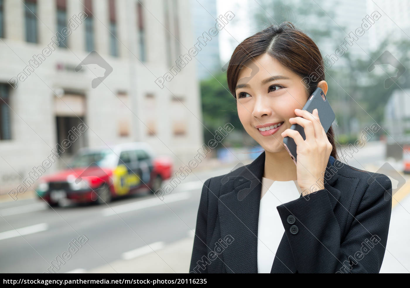 businesswoman, make, a, call, on, phone - 20116235