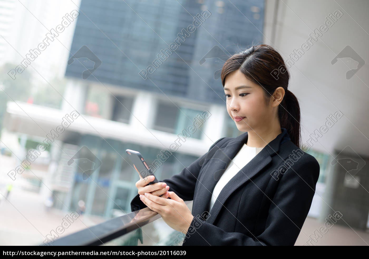 businesswoman, use, of, cellphone - 20116039