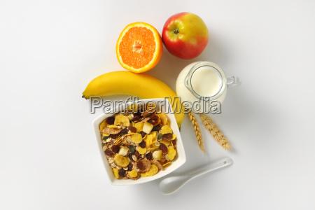 breakfast cereals milk and fresh fruit