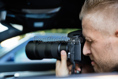 man, photographing, with, slr, camera - 20117903