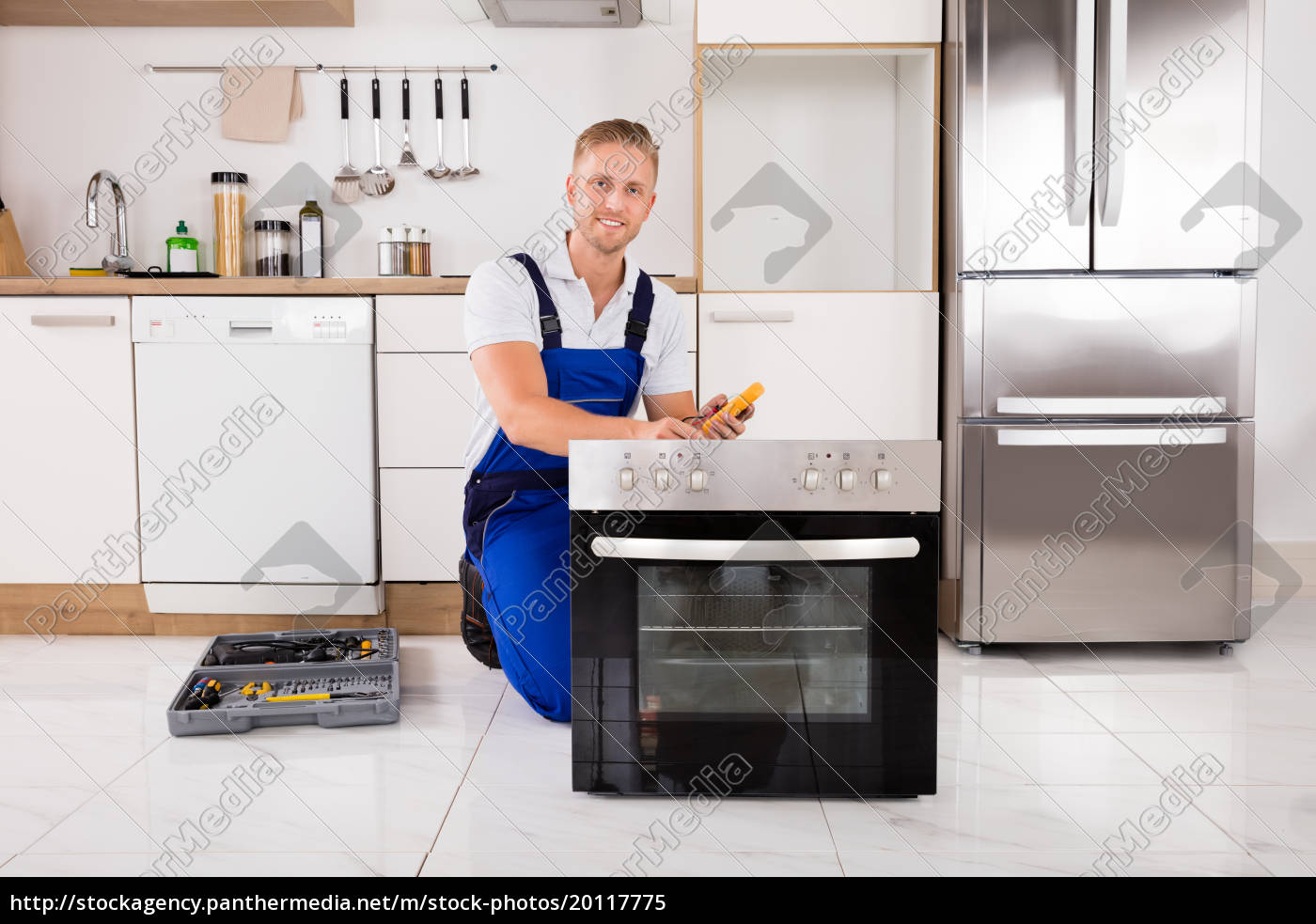 technician, checking, oven, with, digital, multimeter - 20117775