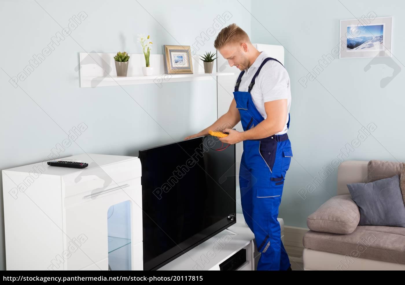 technician, checking, television - 20117815