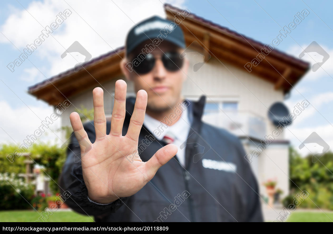 male, security, guard, making, stop, gesture - 20118809