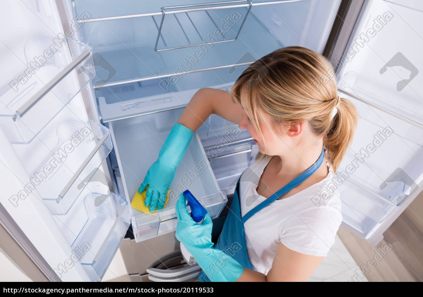 high, angle, view, of, woman, cleaning - 20119533