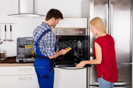 male, worker, repairing, oven, appliance, using - 20119603
