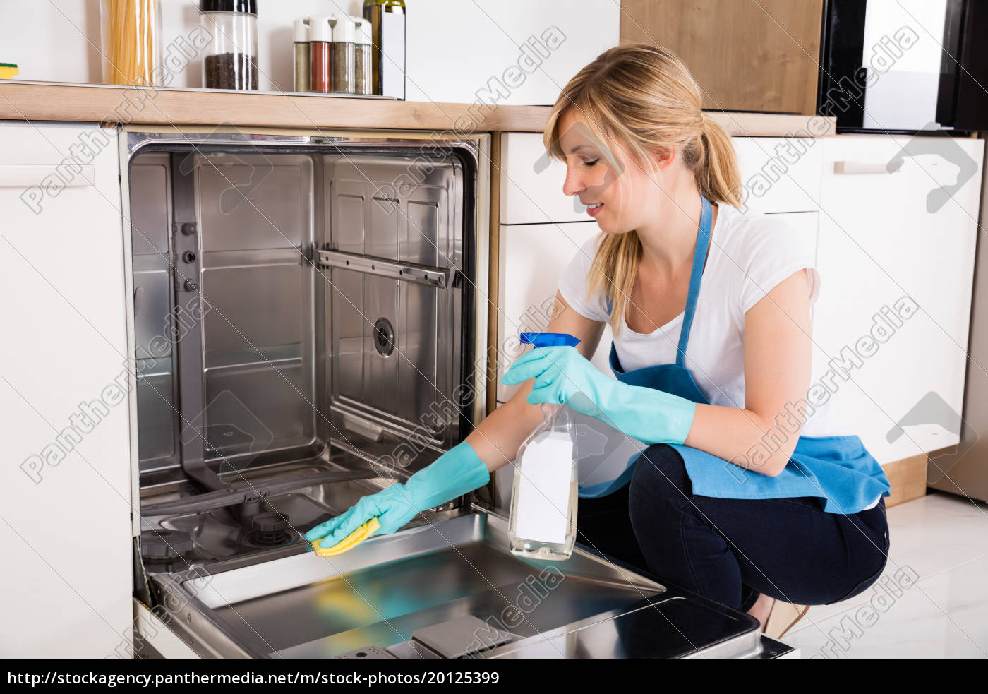 woman, cleaning, dishwasher, in, kitchen - 20125399