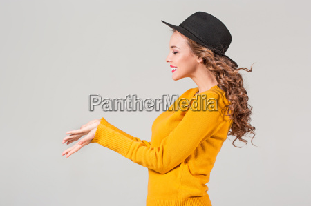 the, profile, of, girl, in, hat - 20128981