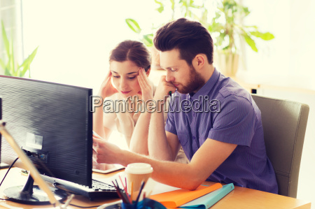 creative, team, with, reading, paper, in - 20149031