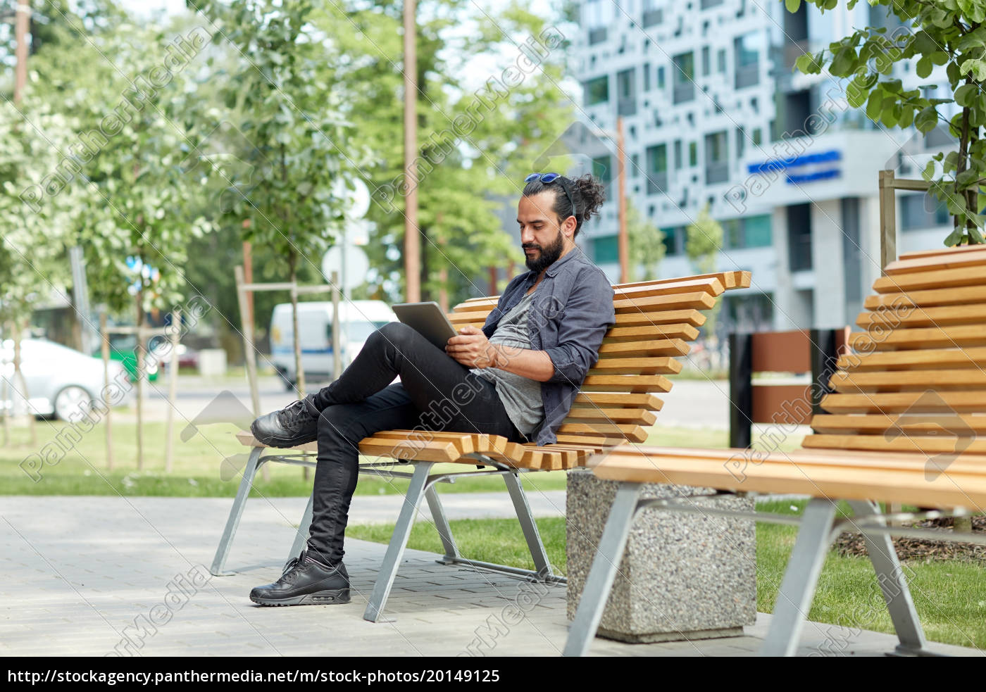 man, with, tablet, pc, sitting, on - 20149125